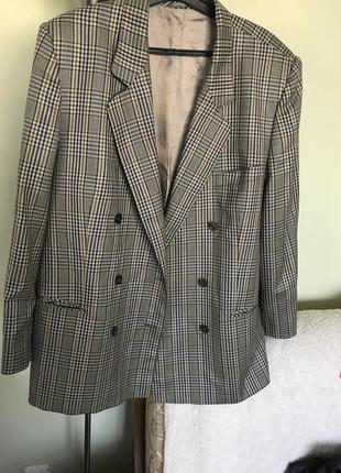 Двубортный пиджак отличного качества