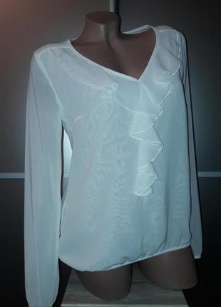Актуальная,брендовая блуза с жабо,р.s-m