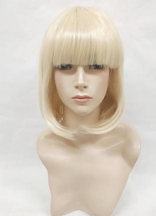 Парик прямой ровный каре блонд с прямой челкой 3692