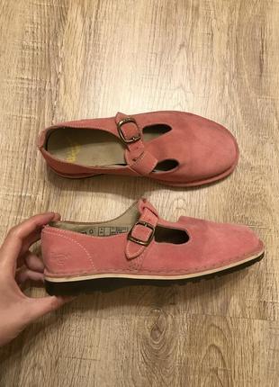 Красивые розовые замшевые туфли сандалии dr.martens
