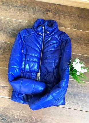 Отличная яркая куртка на осень весна