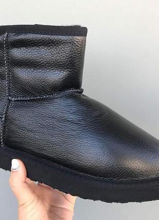 Черные кожаные угги очень теплые