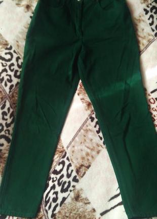 Плотные джинсы зелёного цвета