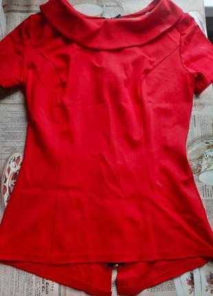Красная кофта на молнии