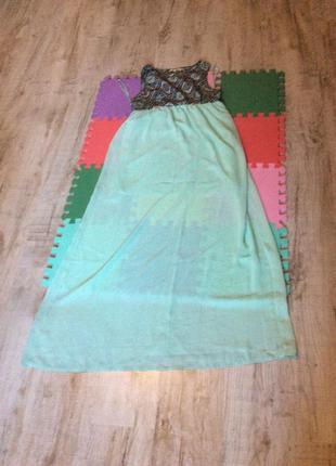 Нежное бирюзовое платье с узорами
