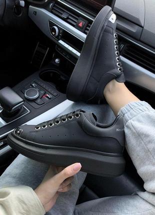 Стильные кожаные кроссовки mcqueen в черном цвете (весна-лето-осень)😍