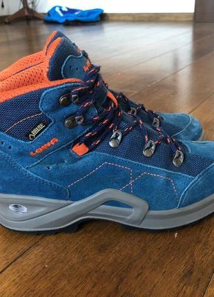 Треккинговые ботинки lowa  мембрана gore-tex (не промокают) р. 35