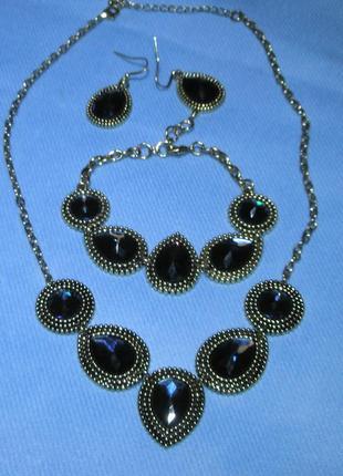 Элегантный набор  украшений в серебристо-синей гамме   (колье, серьги и браслет)