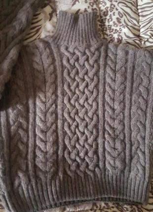 Обьемный шерстяной свитер