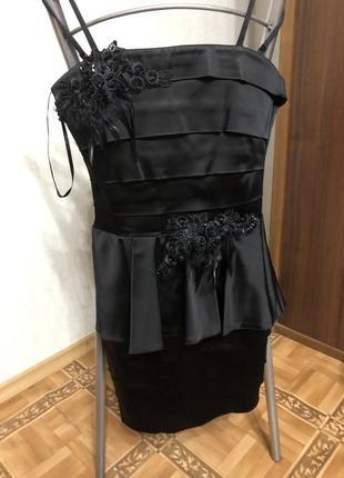 Платье чёрное с баской