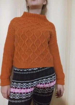 Мягкий свитер крупной вязки
