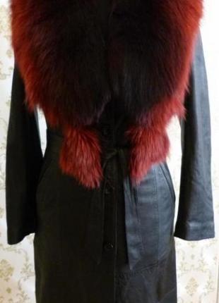 Кожаное пальто с меховым воротником