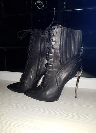 Кожаные ,брендовые ботинки .