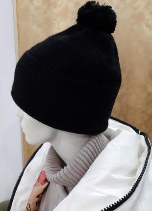 Новая шапка черная помпон,балабон