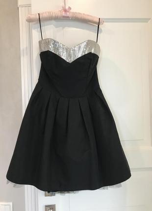 Красивое пышное платье расшитое паетками