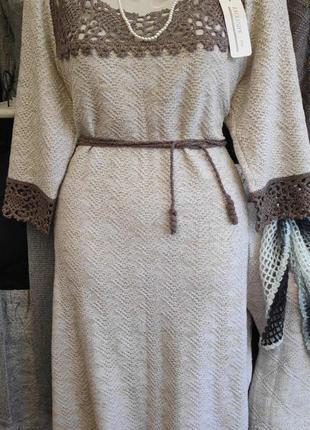 Вязаное льняное платье с отделкой ручной работы