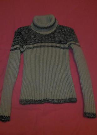 Теплый вязанный свитер под шею