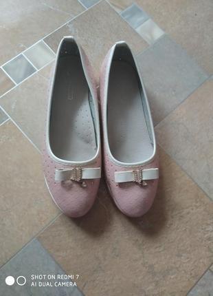 Балетки рожеві з дирочками і туфлі платформа р 33 ст 21,5 цена 190