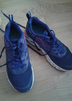 Кроссовки на девочку спортивные