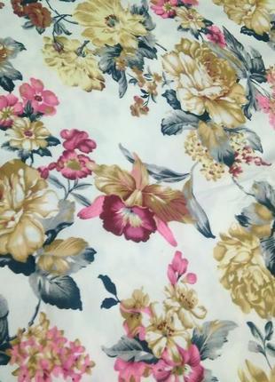 Відрізок костюмної тканини з квітковим принтом / ткань/ отрезок ткани