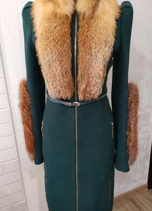 Шикарное изумрудное пальто с натуральным мехом лисы samang