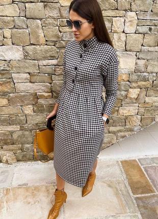 Платье в клеточку с карманами