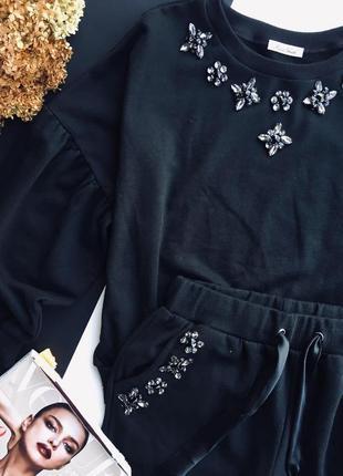 Трикотажныц костюм с вышивкой. италия