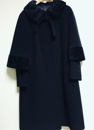 Шикарное зимнее шерстяное пальто  италия