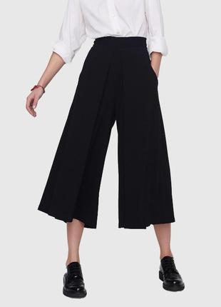 Женские свободные брюки-кюлоты