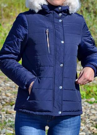 Жіноча курточка з капюшоном та хутром golddigga