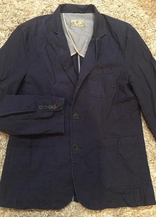 Пиджак фирменный, оригинал.
