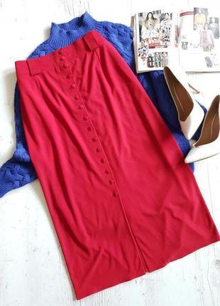 Красная юбка миди.