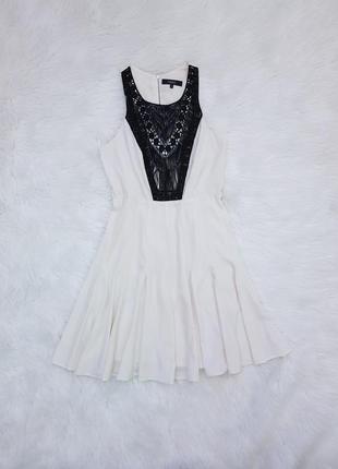 Платье с пышной юбкой вышивкой и пайетками