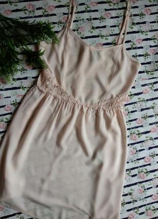 Нежное платье с кружевом размер s