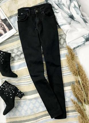 Стильные джинсы черного цвета  pn1944003  crew clothing company