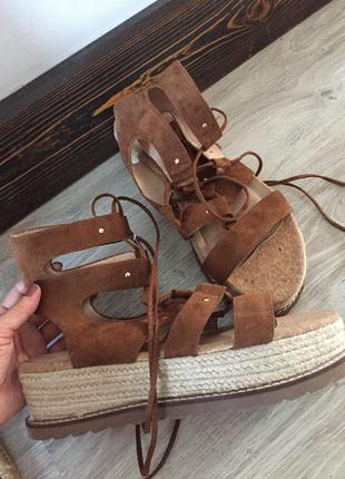 Светло коричневые эко замшевые босоножки сандалии на шнуровке