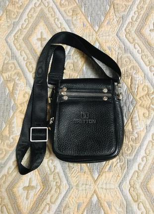 Чёрная кожаная маленькая мужская сумка через плечо