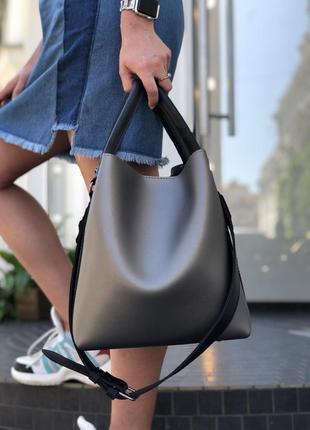 Стильная женская вместительная сумка металлик