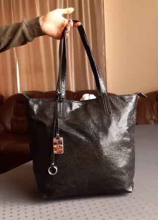 Красивая черная вместительная сумка фирмы tom tailor в новом состоянии