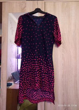 Летнее платье-туника с капюшоном и карманами