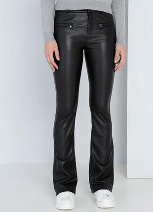 Кожаные штаны бренда bershka (1900)