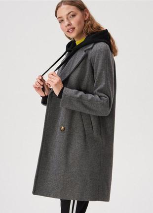 Стильное пальто прямого кроя от sinsay