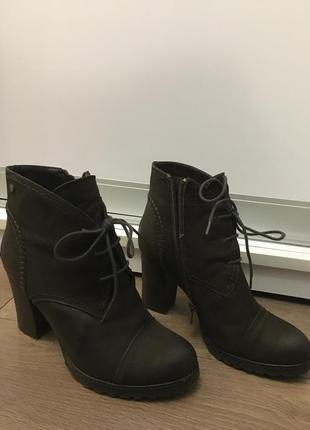 Зимние кожаные ботинки на каблуке carnaby