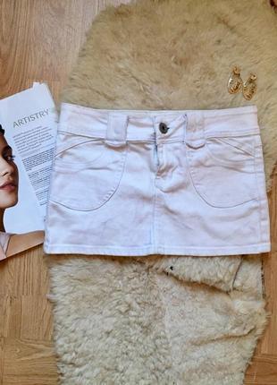 Белая джинсовая мини юбка