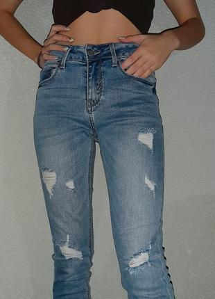 Светлые джинсы с италии