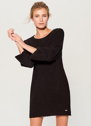 Трикотажное шерстяное платье молния на спине  размер s-m
