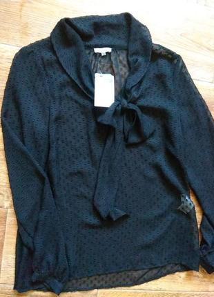 Полупрозрачная классическая блуза.