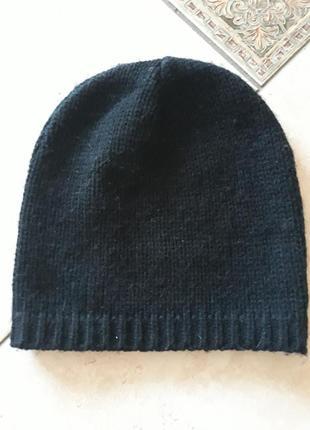 Классная черная шапочка