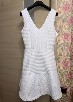 Платье белое объёмная юбка пышная