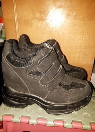 Кроссовки на платформе с липучками
